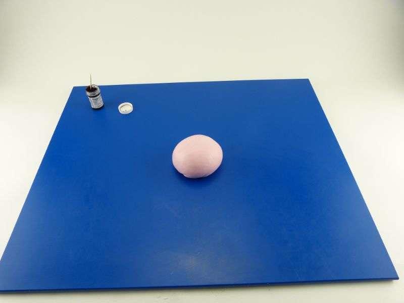 Am-Ende-entsteht-ein-glechm-ssig-gef-rbter-Fondantball