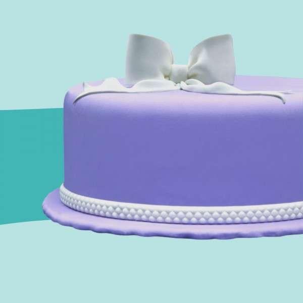 Fondantrand mit Perlchen auf Torte