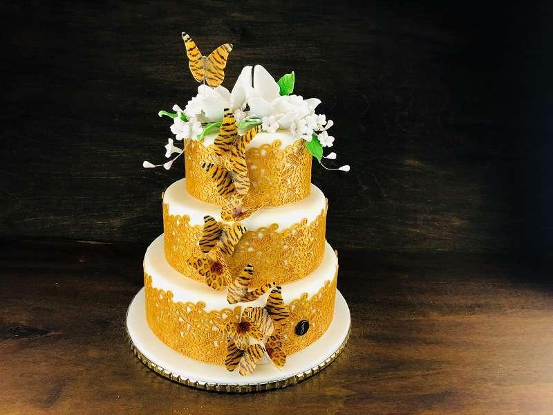 Rollfondant kaufen und wundervolle Hochzeitstorten eindecken