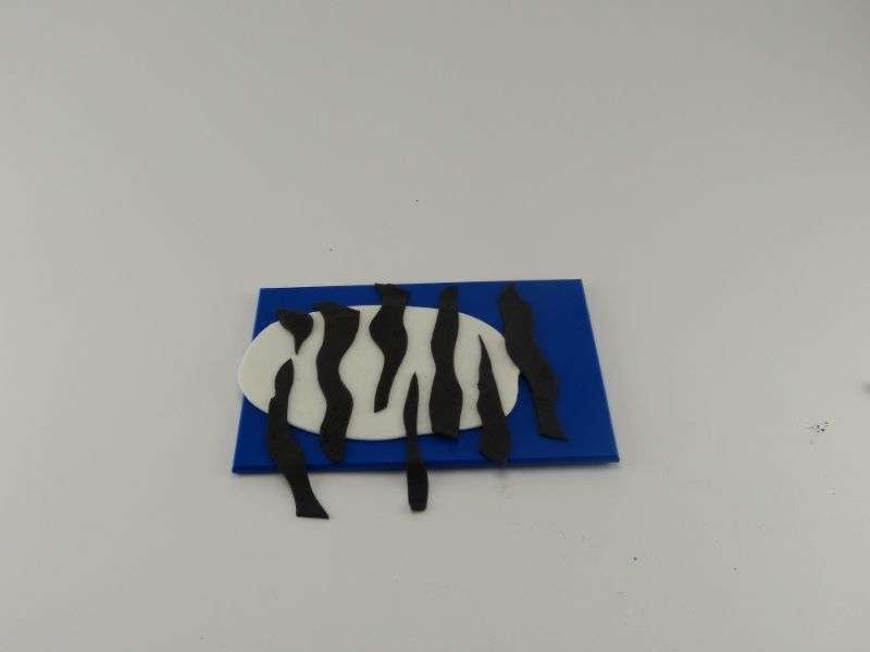 Langsam-entsteht-aus-dem-Fondant-ein-Zebramuster