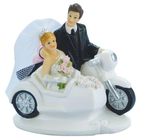 Brautpaar auf Motorrad mit Beiwagen
